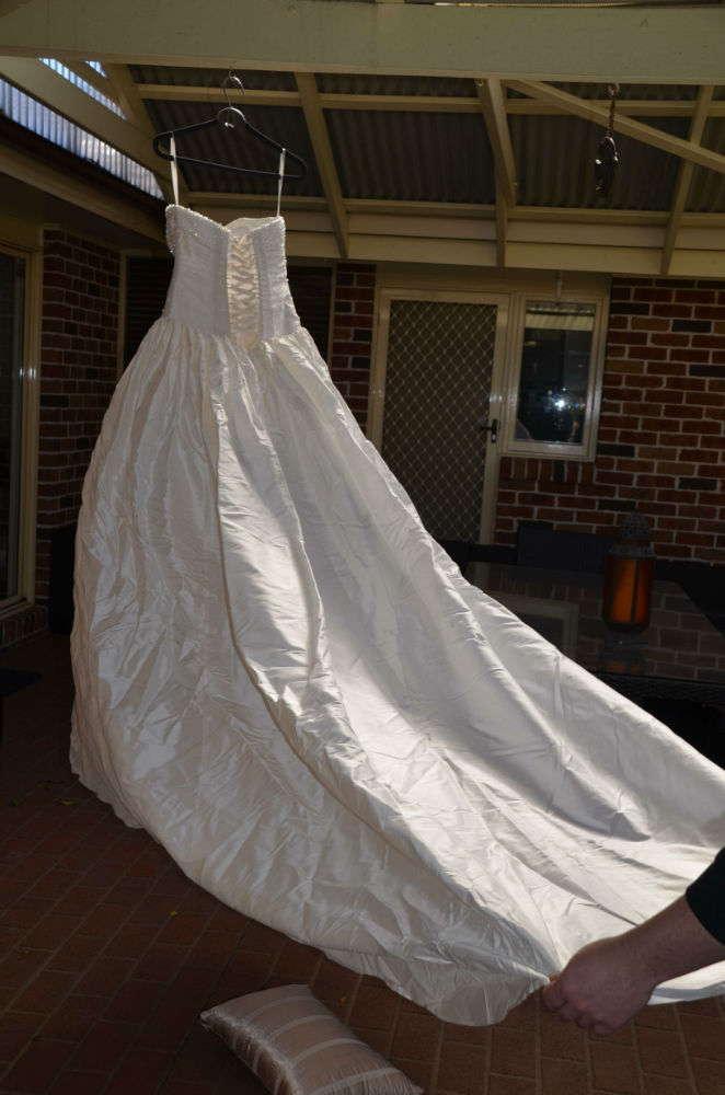 Peretti bridal design Italian silk gown - Size 10 - Second