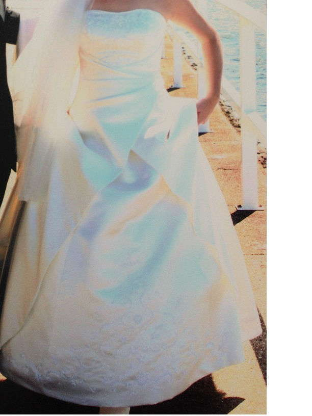 Ivory lace-up Wedding Dress(Size 8-10)/with veil - Second Hand ...