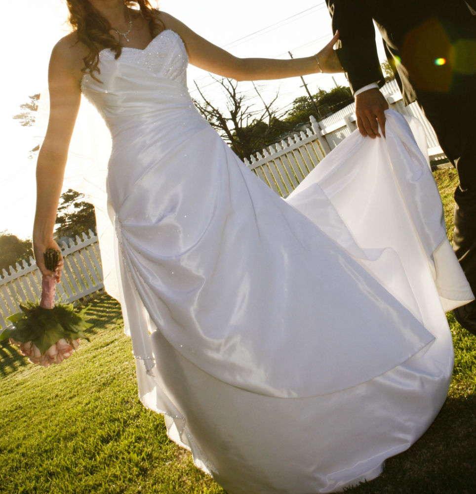 Second Hand Wedding Gown: Stunning Barbra Calabro Wedding Dress